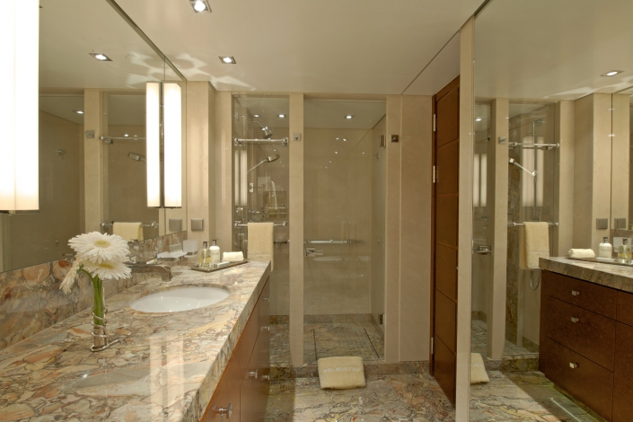 Yacht-Huntress-vip-stateroom-bathroom-157