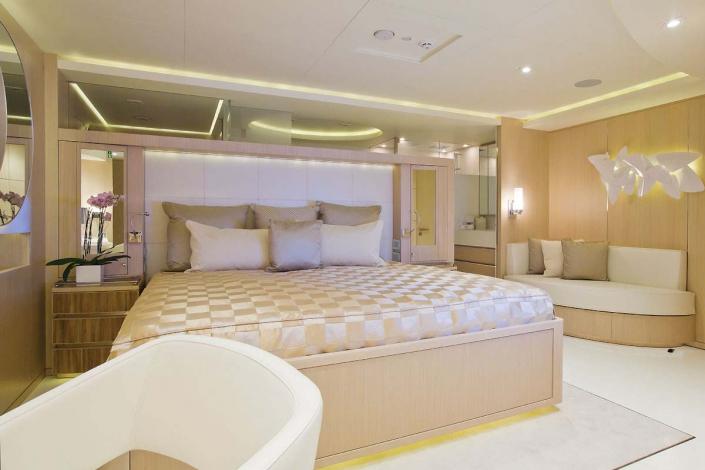 Light Holic Yacht - REF. 1142D