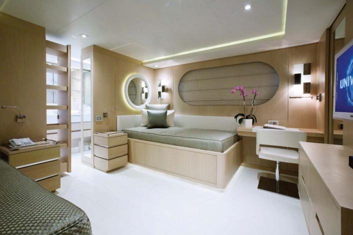 Light Holic Yacht - REF. 1206