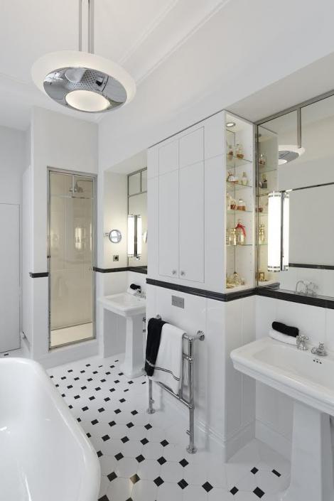 Luminaires Perzel dans une salle de bain : Appliques 1250 et suspension 601 ter